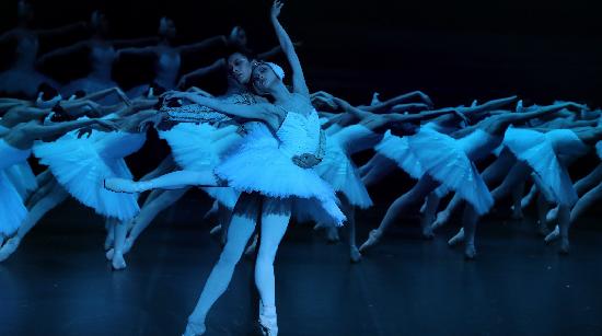 打响上海文化品牌|昨夜,上芭经典版《天鹅湖》让柏林观众为上海芭蕾倾倒