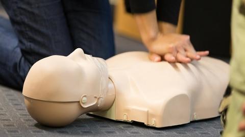 """""""拯救生命 你也可以""""推出一周年 近千名市民参与实践心肺复苏"""