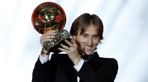 击败半支法国队捧起金球奖,莫德里奇强在哪里?
