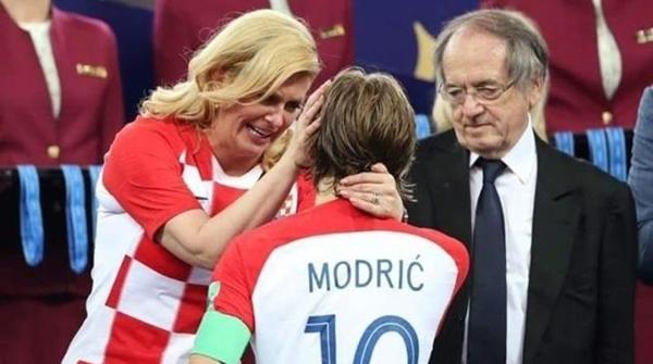 美女总统惊喜连线莫德里奇:你是克罗地亚的骄傲