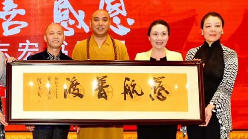 巡回上海30余所高校播洒艺术之种,海派书画家陈志宏向静安寺感恩捐赠
