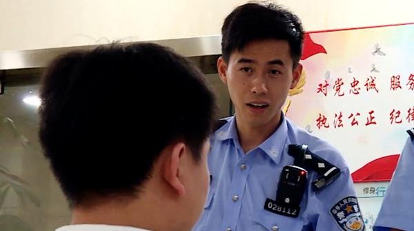 """《巡逻现场实录2018》:当代版《今天我休息》的""""马天民""""群像"""
