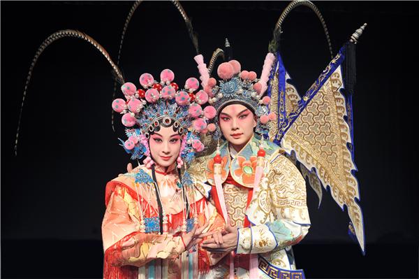 《南柯梦记》瑶芳公主: 罗晨雪 饰;淳于棼:卫立 饰_副本.jpg