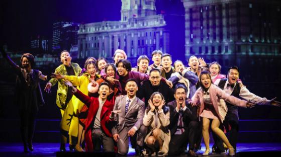 音乐剧《繁花尽落的青春》里,有一封写给上海的情书