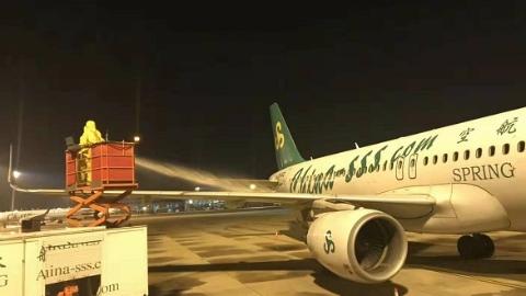 春秋航空启动除防冰应对上海首场雪 上午小雪不影响航班运行