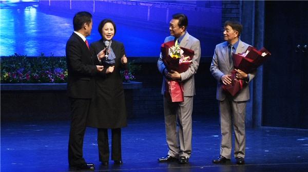从绍兴方言闹笑话到扎根上海,章瑞虹在《石库门的笑声》里忆当年