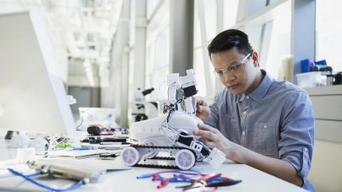 科技创意大比拼!第七届全国机器人创意设计大赛总决赛在沪角逐
