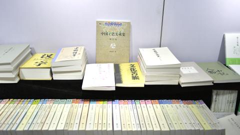 出过《文化苦旅》的东方出版中心还出过什么书?