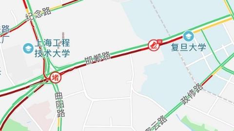 今晨中环邯郸路地道发生4起追尾事故 涉14辆机动车