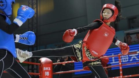"""给草根拳手更多舞台 """"我就是拳王""""上海赛区英语老师拳台称王"""