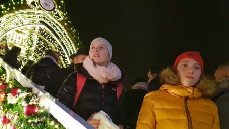 四海城事 | 圣诞气氛浓郁,70万游客涌入布拉格