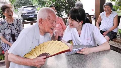 """治小病、管慢病、防大病 她是居民身边的健康""""120""""!"""