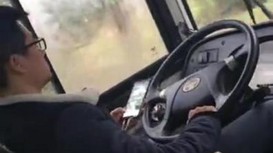新闻追踪 | 莘海专线司机边开车边玩手机被处罚