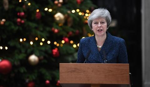"""""""梅""""完了?英国首相今晚面临不信任投票"""