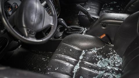 G1501绕城高速近庄行服务区一集卡追尾养护车 幸无人伤亡