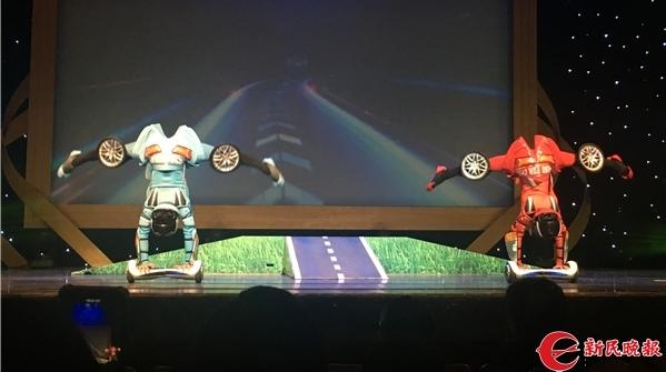 传统海派杂技加上了正流行的平衡车,这场展演让人看到杂技的精彩未来