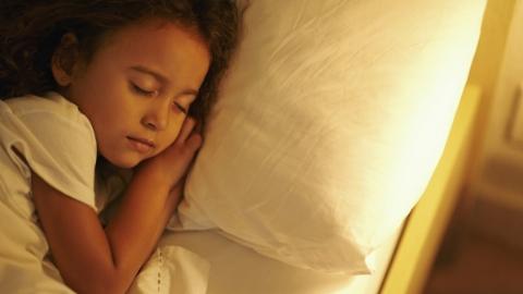 小时候每天按时就寝 长大后不容易长胖
