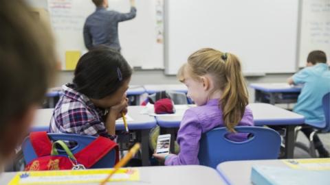 澳大利亚新州将禁止公立小学生校内用手机