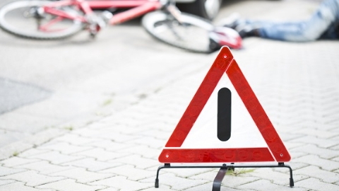 土方车撞击电瓶车 骑车人当场死亡