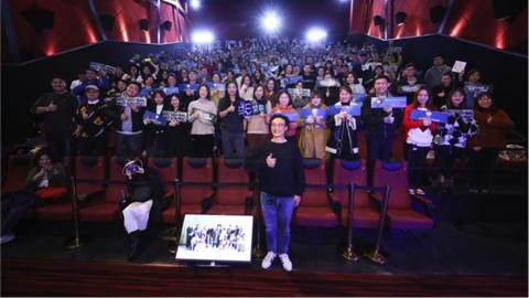 """陈奕迅昨晚到上海,与粉丝一起回忆与乐队成员间的""""爱""""的曾经"""
