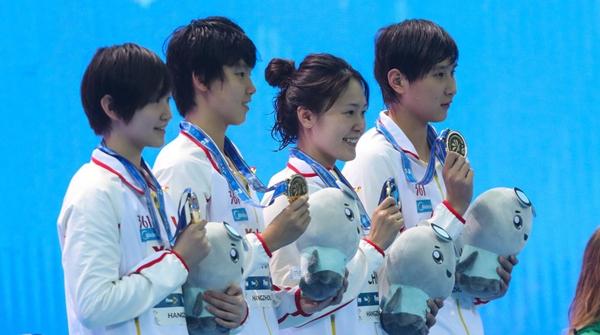 后程发力破纪录!中国队夺短池世游赛女子4x200米自由泳接力冠军