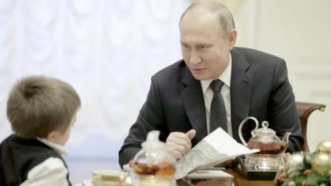 为重病男孩圆梦 普京送其坐直升机俯瞰圣彼得堡