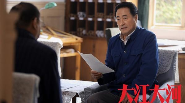 杨立新:带着自己的的确良卡其蓝制服,去演的万人大厂书记