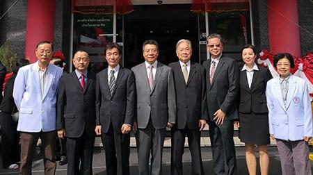 中泰中医药中心揭牌 上海龙华医院与泰国华侨中医院启动新一轮合作