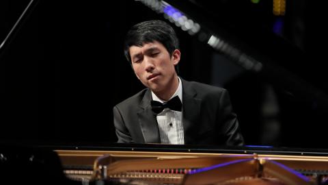 20岁的陆逸轩是怎样摘下利兹钢琴大赛冠军的?