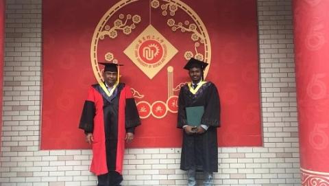 斯里兰卡父子两代留学华东理工 见证中国改革开放40年高等教育变迁