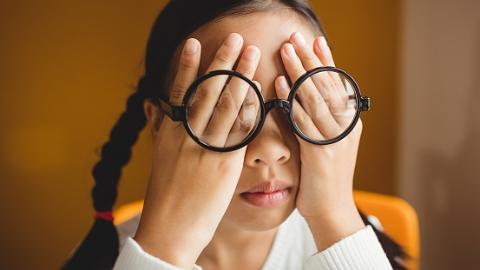 新民健康大讲堂|纹眼线需谨慎!睑板腺功能障碍可引发干眼