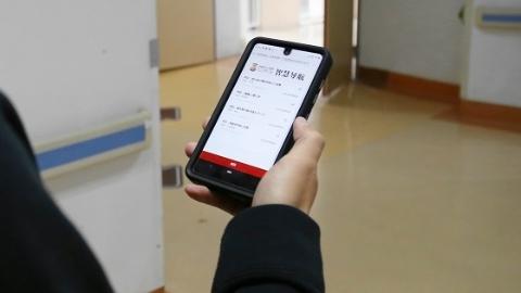 """市一医院推出全新""""智能AR全程导诊系统"""" 导航精确到门宽 能找厕所能寻人"""