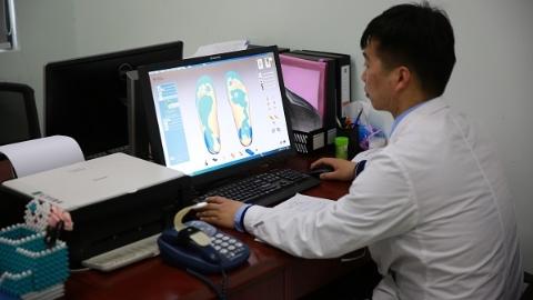 鞋垫比鞋还贵?这个年轻团队3年为康复病人研发18项专利鞋垫