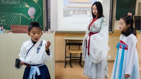 """什么声音最中国?""""兵马俑""""怎么译?上海世外中学鼓励学生用英语讲中国故事"""