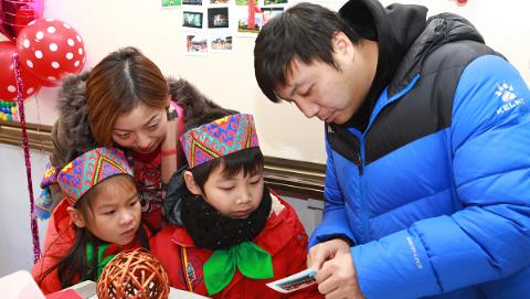 """校园变成民族宫体验中华文化 适存小学倡议""""中国人过中国节"""""""