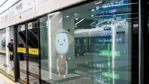 视频丨体验暖心13号线新车站 乘客记得学看大屏善用机器人