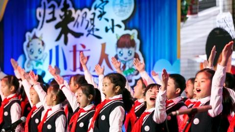 上海这所公办小学有何魔力 吸引一批批学生回来当老师