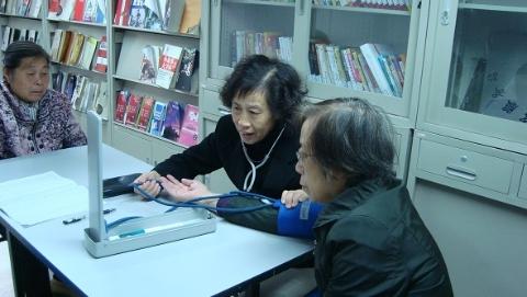 正能量 | 胡银花医疗工作室,为社区居民志愿服务十四年