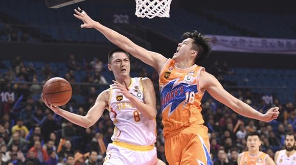 董瀚麟打出职业生涯最佳一役!上海男篮晋级季后赛还有戏