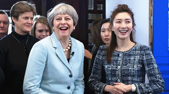 英国首相梅姨武汉行全程陪同翻译!演员江疏影英语这么强?