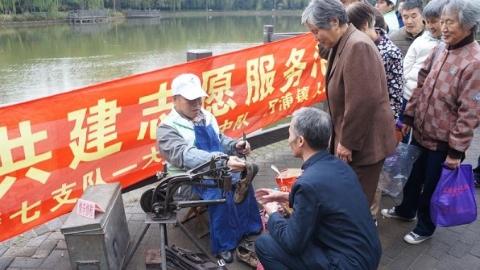 正能量 | 刘建军:心怀感恩  双腿残疾义务修鞋十余年