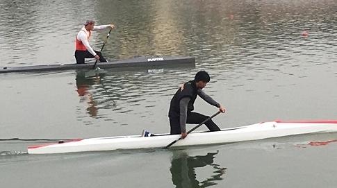 直击上海皮划艇队冬训:冷风冰水上 奋力划向前