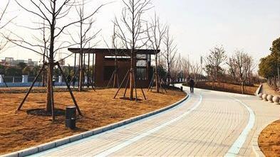 建德滨河绿地重新开放 打造适合居民活动的沿河口袋公园   ?