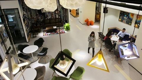 【新时代新气象新作为】今日焦点|无人餐厅、无人便利店、联合办公空间……科幻生活?不,是新消费!