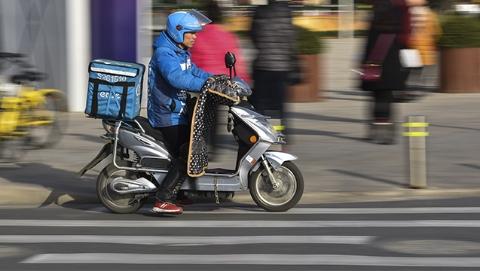 上海快递外卖行业去年发生交通事故117起 饿了么名列榜首
