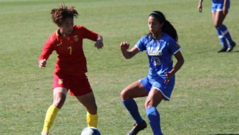 中国女足美国拉练4:0大胜 小将王霜两传两射星光四射