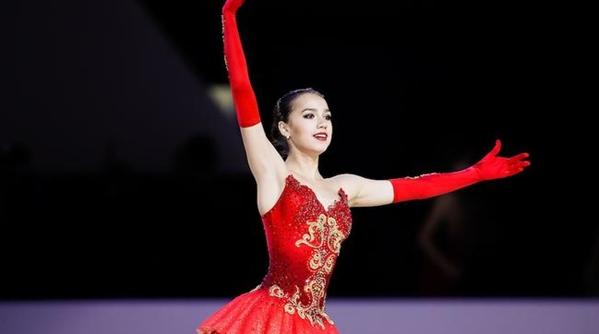花滑新女神实在太美了!15岁扎吉托娃志在冬奥金牌