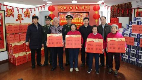 上海警备区官兵走进社区慰问孤老军烈属