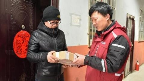 新春走基层·坚守在申城①快递小哥:春节,使命依旧必达