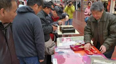 学生画糖画书画家送年画 小上海民俗文化展洋溢浓浓年俗味